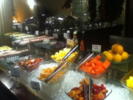 Swissôtel Lima: delicious breakfast buffet