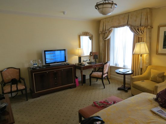 The Shelbourne Dublin, A Renaissance Hotel : Room over the Green