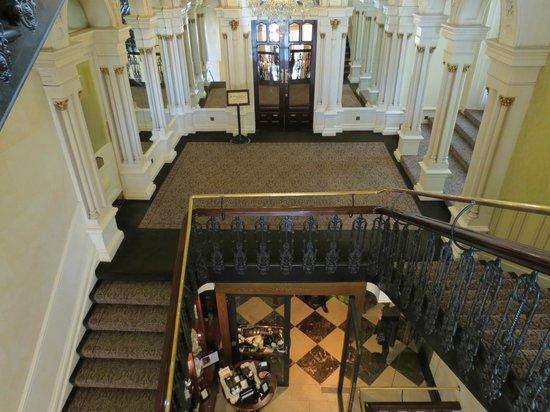 The Shelbourne Dublin, A Renaissance Hotel : Staircase