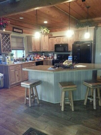 Double Diamond Ranch: Spring Cabin kitchen