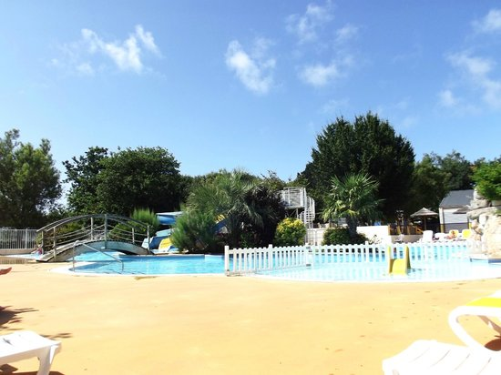 Right pool outside picture of camping de la piscine for Camping piscine