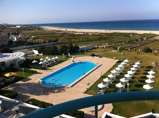 Hotel Bizerta Resort : from our room, us at the pool