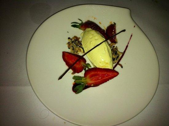 Cinnamon Club: Srikhand with strawberries