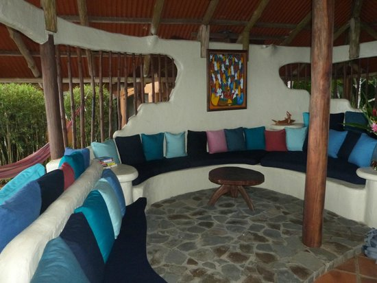 Bosque del Cabo Rainforest Lodge: Living room at Casa Miramar