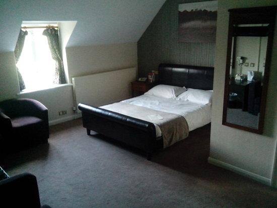 Ravensworth Arms: room