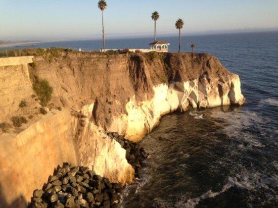 Shore Cliff Hotel: cliff
