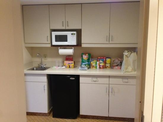 Hampton Inn Pennsville : nice kitchen area
