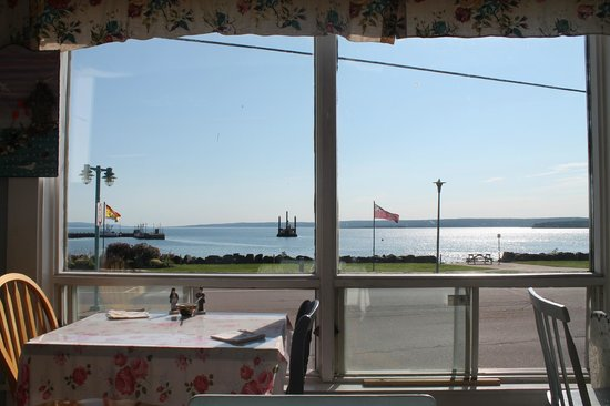 Mag Pyes Bakery Shoppe and Cafe: Can't beat the view