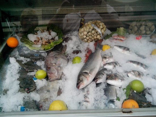 Marisqueria internacional: fresh fish
