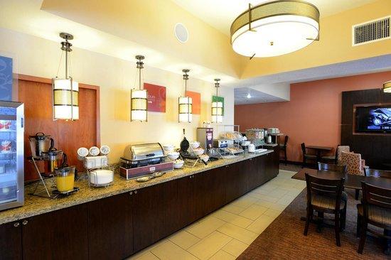 Comfort Suites Clovis: Enjoy our Complimentary Hot Breakfast