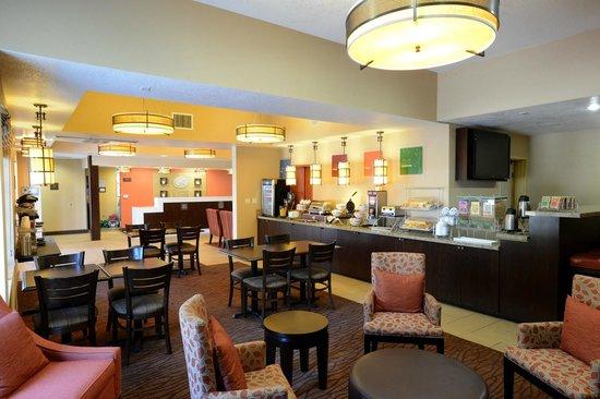 Comfort Suites Clovis: Dining Room
