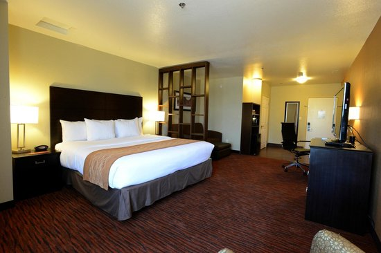 Comfort Suites Clovis: King Suite