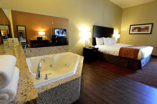 Comfort Suites Clovis: Jacuzzi Suite