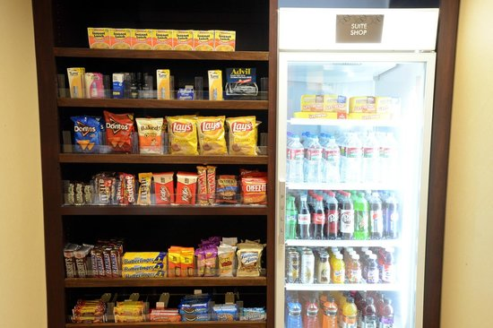 Comfort Suites Clovis: Hungry? Grab a snack from the Suite Shop