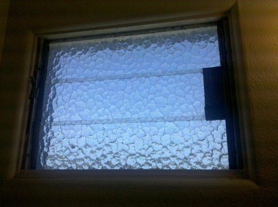 Villa West Motel: window that wouldn't open and had duct tape on it from falling apart
