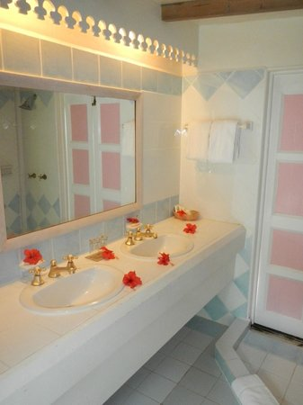 Cocobay Resort: bathroom