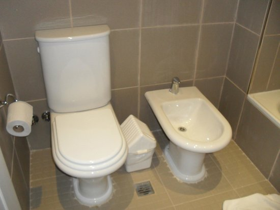 Hotel Monte Claro: banheiro
