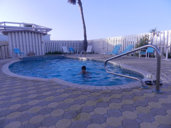 Aruba Beach Villas: Piscina