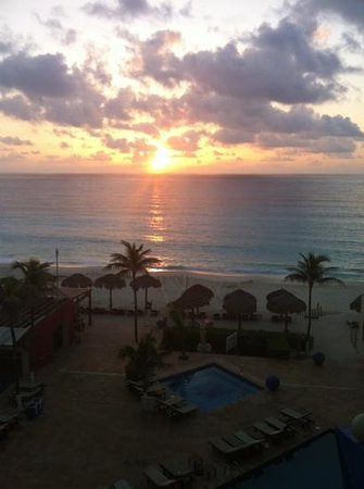 Club Regina Cancun: amanecer