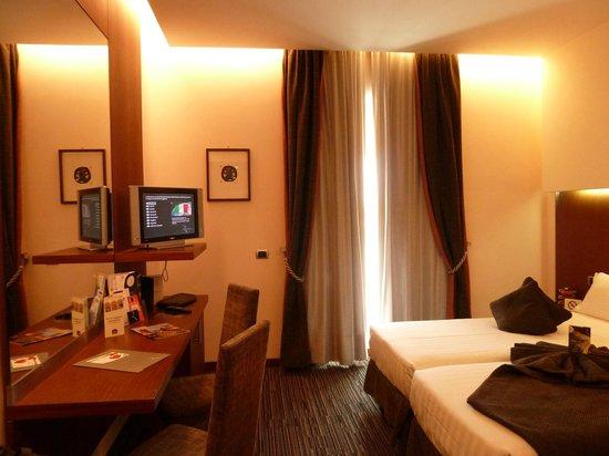 Best Western Plus Hotel Universo : Chambre standard