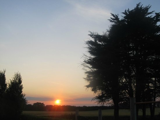 Decoy Country Cottages: Sunset from the play area across the fields