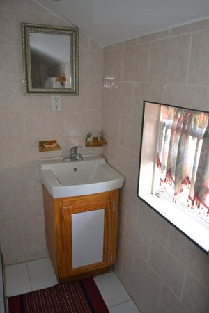 Caribbean Holiday Apartments: Bathroom in Suites at Valley Creek Hotel