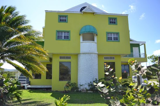 Caribbean Holiday Apartments: Entrance to Valley Creek Hotel