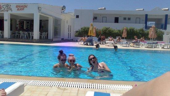 Nikos II Apartments : the pool!