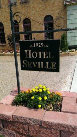 Hotel Seville: Sign.