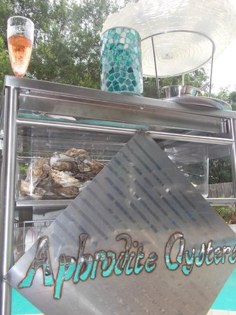 Aphrodite Oysters: Would you like bubbles with your oysters?