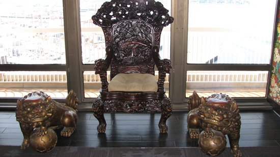 Smith Tower: The Wishing Chair
