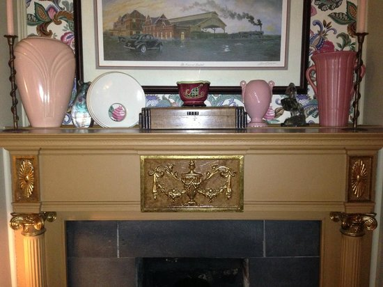 The Lattice Inn: Fireplace Detail In One Of The Front Parlors