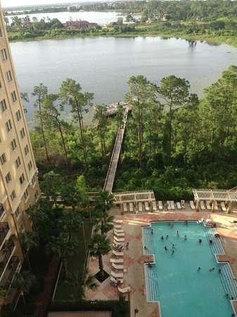 Lake Eve Resort: vista da piscina