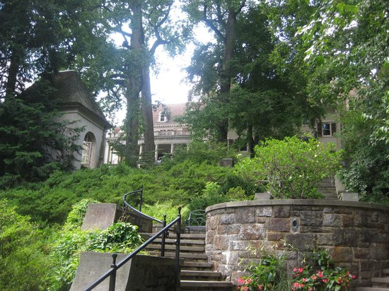 Winterthur Museum, Garden & Library: House and reflecting pool