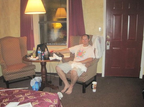 Queen of Diamonds Inn: Hubby was chilling.