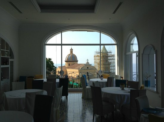 Hotel Tramonto d'Oro: interior dining area looking at main church