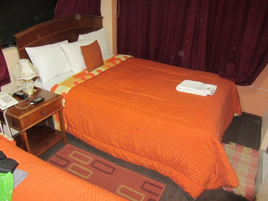 Quechuas Backpackers: Cama de Casal