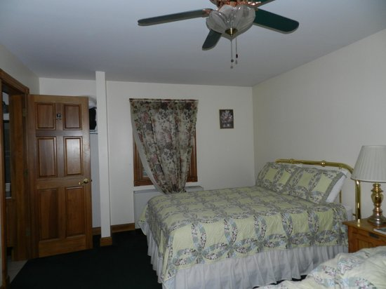 Andersons Riviera Inn: Comfortable beds