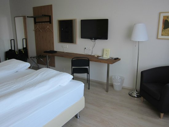 Airport Hotel Aurora Star: Bedroom