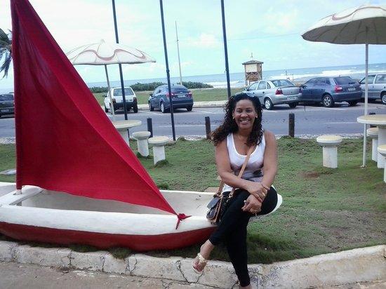 Hotel Cores Do Mar: Barquinho decorativo no jardim