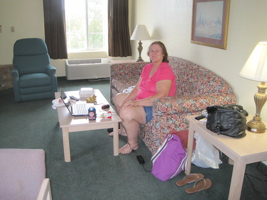 Branson Towers Hotel: Living room of Queen suite