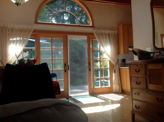Inverness Secret Garden Cottage : The locking, sliding deck doors give an airy feel to the place.