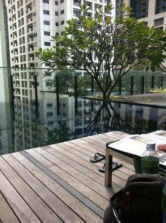 Hansar Bangkok Hotel: Lunch at the pool area