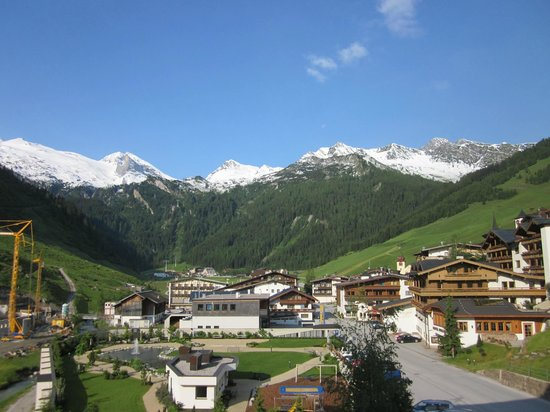 Hotel Alpenhof Hintertux : View from our balcony