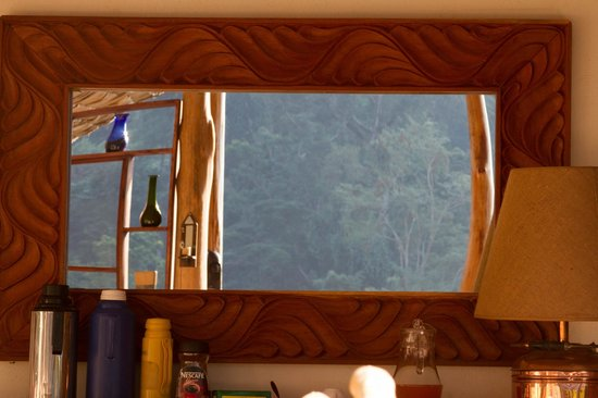 The Engagi Lodge: Mirror in restuarant reflecting the mountain