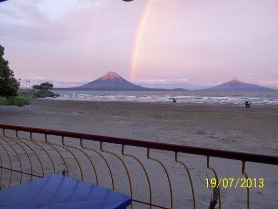 Restaurante El Navegante: Vista á la Isla de Ometepe desde la Terraza