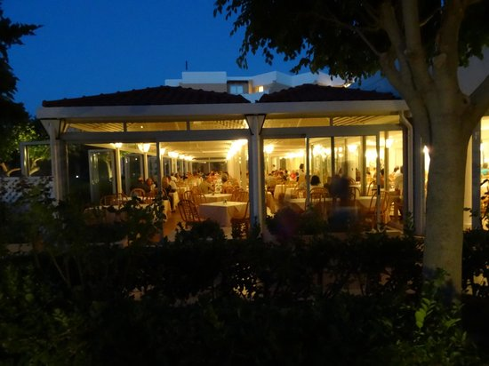 Anissa Beach Hotel: restaurant ¨la pergola¨