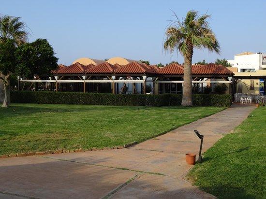 Anissa Beach Hotel: restaurant ¨la veranda¨