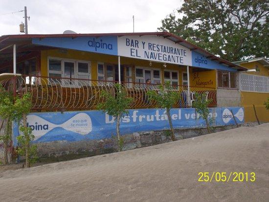 Restaurante El Navegante: Vista desde la costa del Lago