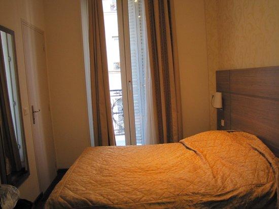 Grand Hotel du Loiret : Quarto e cama